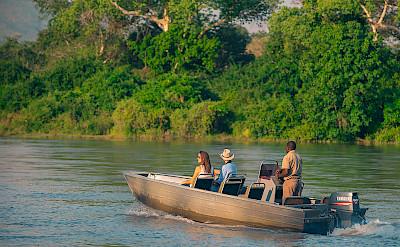 Boat safari in Majete Wildlife Reserve. ©TO