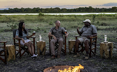 Campfire sundowners in Liwonde. ©TO