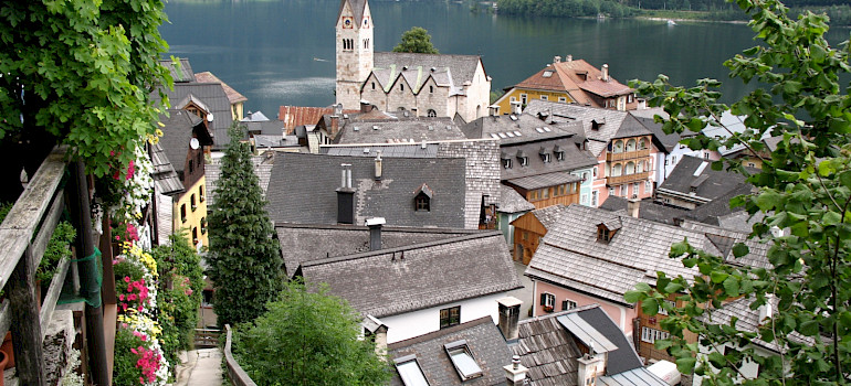 Hallstatt on Hallstätter See in Gmunden, Upper Austria, Austria. Photo via Wikimedia Commons:Andrew Bossi