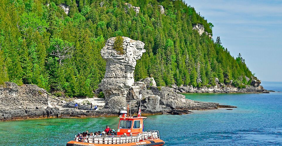 Flowerpot Island in Tobermory, Ontario, Canada. Flickr:Rodney Campbell
