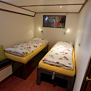 Twin bed cabin - Anna Antal | Bike & Boat Tours