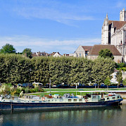 Feniks in Auxerre - Bike & Boat Tours