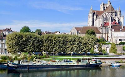 Feniks in Auxerre - Bike & Boat Tours
