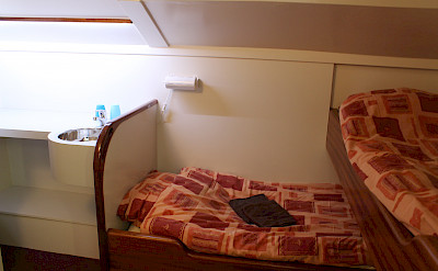 Split level twin cabin - Clair de Lune | Bike & Boat Tours