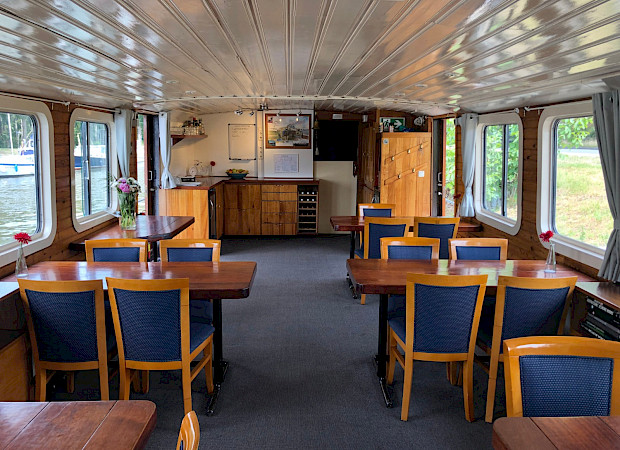 Dining area - Clair de Lune - Bike & Boat Tours