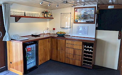 Self Serve Bar - Clair de Lune - BIke & Boat Tours