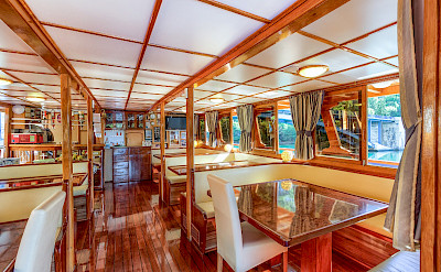 Dining Area - Kapetan Jure | Bike & Boat Tours