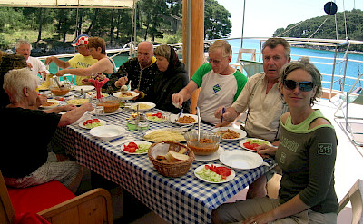 Stern Deck Dining - Tarin | Bike & Boat Tours