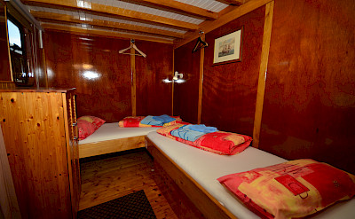 Twin Cabin - Linda | Bike & Boat Tours