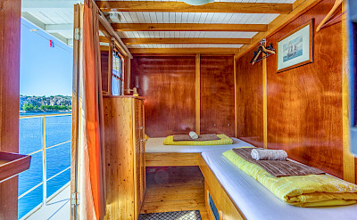 Twin Cabin above deck - Linda | Bike & Boat Tours
