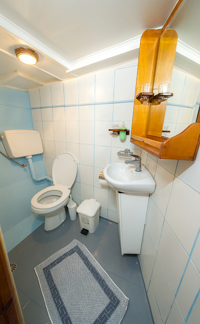 Cabin Bathroom - Panagiota | Bike & Boat Tours