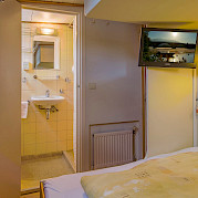 Double cabin with private bathroom