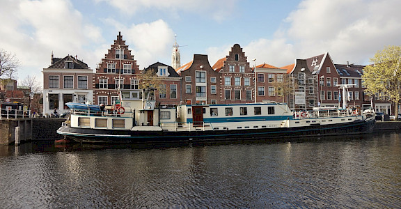 Flora | Bike & Boat Tours