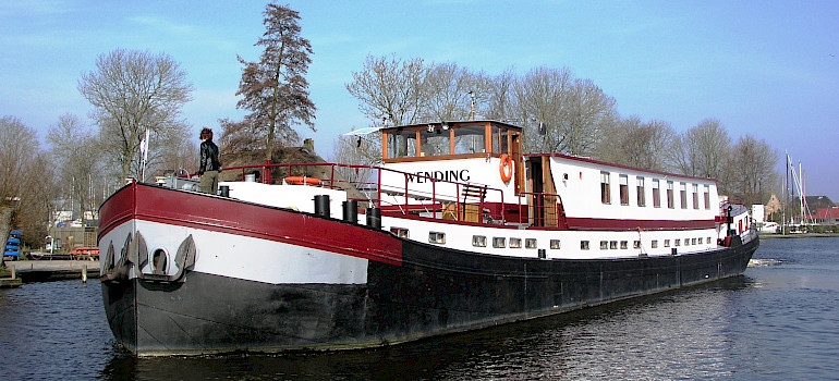 Wending Comfort Class Barge Boat For Bike Barge Tours