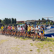 Group shot of Cyclists | Vita Pugna | Bike & Boat Tour