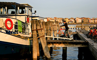 Embarking | Vita Pugna | Bike & Boat Tour