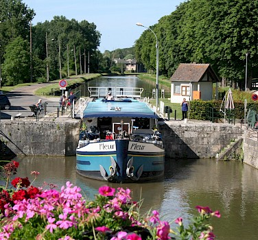 The Fleur going through one of the locks