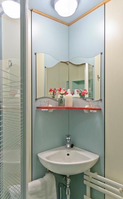 Cabin Bathroom - Fleur | Bike & Boat Tours