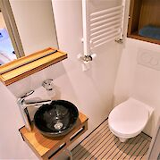Private bathrooms on the cabins | Iris | Bike & Boat Tours