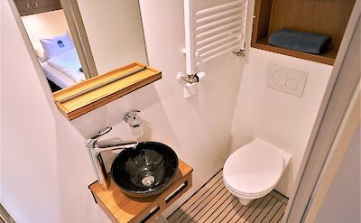 Private bathrooms on the cabins   Iris   Bike & Boat Tours