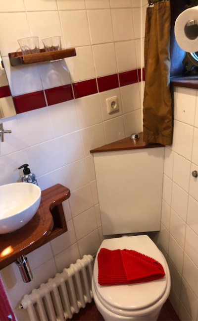 Cabin bathroom | Zwaan | Bike & Boat Tours