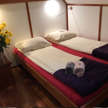 Zwaan - Twin bed cabin with the beds pushed together | Zwaan | Bike & Boat Tours