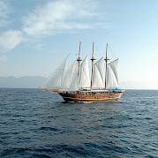 Sailing the waters in Greece | Bahriyeli