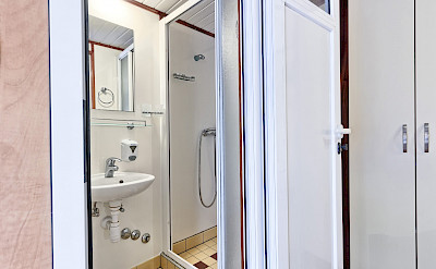 Cabin Bathroom - Romantica | Bike & Boat Tours