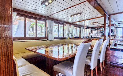 Dining Area - Romantica | Bike & Boat Tours