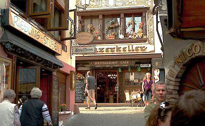 Drosselgasse (pedestrian street lined with wine taverns) in Rüdesheim, Germany. Flickr:Thomas Depenbusch