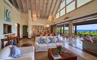 Villa 1 Living 3