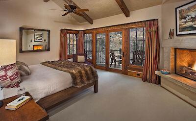 Gml Queen Bedroom 1 Hires 1