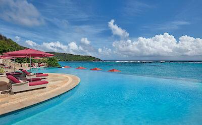 Canouan Hotel Infinity Pool