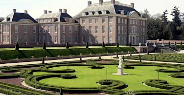 Paleis Het Loo in Apeldoorn, Gelderland, the Netherlands. Photo via Flickr:David Stanley