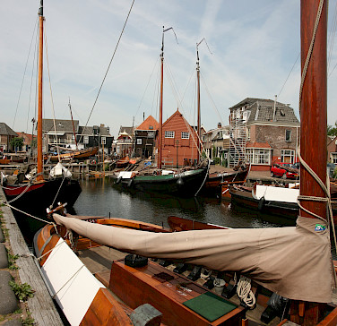 Spakenburg in Bunschoten, the Netherlands. Photo via Flickr:bert knottenbeld