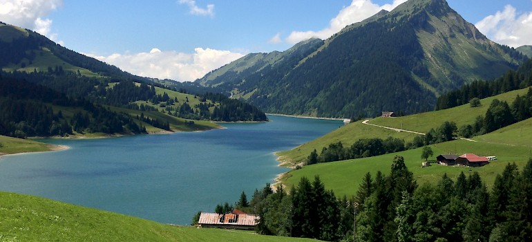 Many great Swiss lakes along the Alpine Panormamic Trail. Photo via Flickr: Maureen Lin