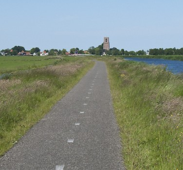 Quiet, scenic bike paths abound in Holland! Photo via Flickr:kismihok
