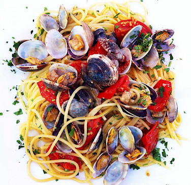 <i>Spaghetti alle vongole</i> in Veneto, Italy. Photo via Wikimedia Commons:Popo de Chien
