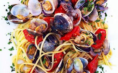 <i>Spaghetti alle vongole</i> in Veneto, Italy. CC:Popo de Chien