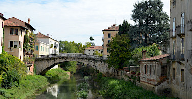 Over the Bacchiglione River in Vicenza, Italy. Photo via Flickr:Pedro
