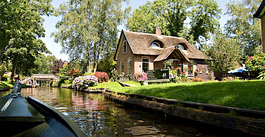 Giethoorn, Overijssel, the Netherlands. Photo via Flickr:piotr ilowiecki