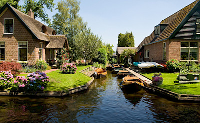 Giethoorn is a town of canals and boats in Overijssel, the Netherlands. Flickr:Piotri Lowiecki