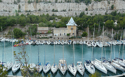 Marina in Cassis in the Provence-Alpes-Côte d'Azur region (French Riviera) of southern France. Flickr:Pablo Sanxiao