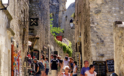Shopping in Les Baux de Provence, France. Flickr:Ian Robertson