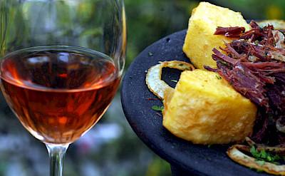 Vino and fine dining in Les Baux de Provence, France. Flickr:vinhosdeprovence