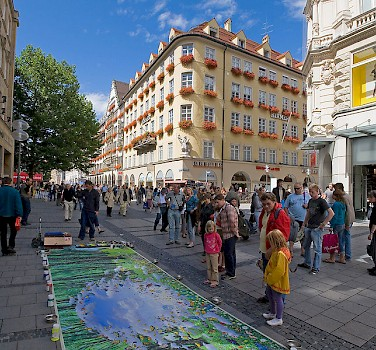 Street art on Kaufingerstrasse on Marienplatz in Munich, Germany. Photo via Wikimedia Commons: David Iliff