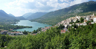 Lake Barrea in Barrea, region Abruzzo, province L'Aquila, Italy. Photo via Wikimedia Commons:Zitumassin