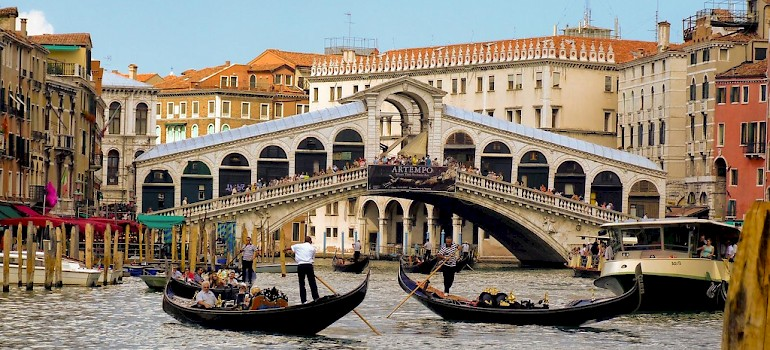 Rialto Bridge in Venice, Italy. Photo via Flickr:Tambako the Jaguar