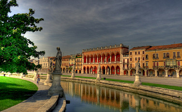 The famous <i>Prato della Valle</i> in Padova (Padua), Veneto, northern Italy. Photo via Flickr:Andrea Osti