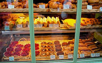 Boulangerie in Montmartre, Paris, France. Flickr:Paolo Trabattoni